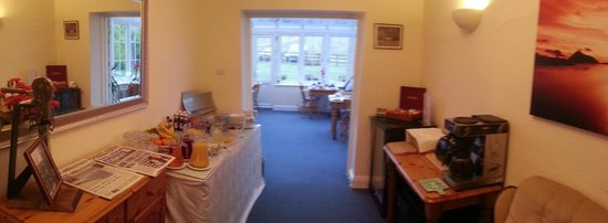Denbies Farmhouse Accommodation : Breakfast spread