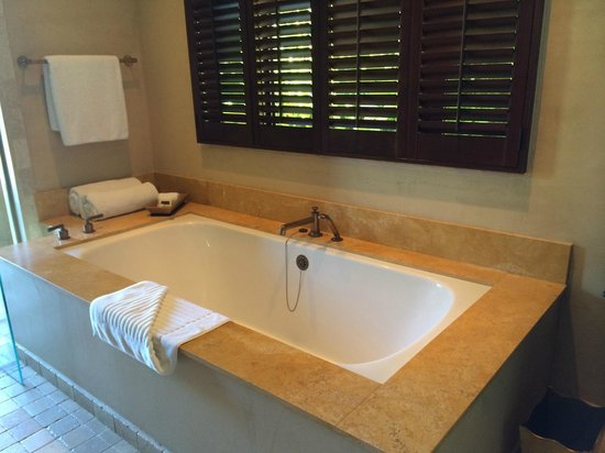 Royal Isabela: soaking tub
