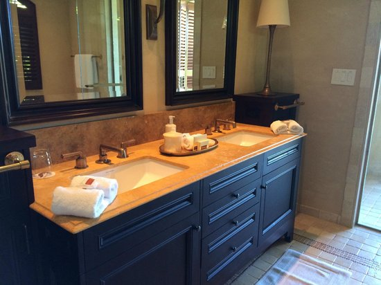 Royal Isabela : Bathroom
