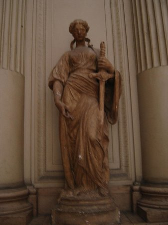 Justice Palace (Palais de Justice): Статуя