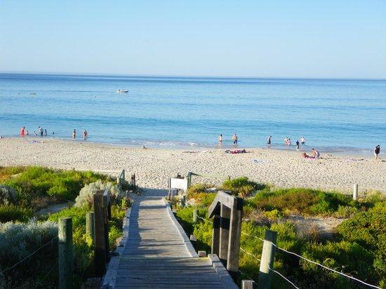 Pullman Bunker Bay Resort Margaret River Region: walkway to beach
