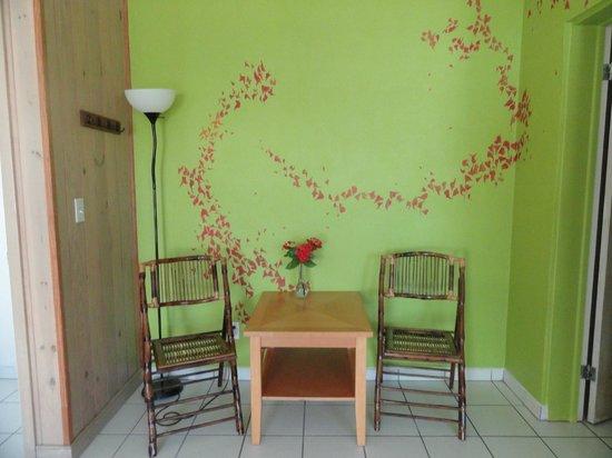 WildQuest: Sitting area in room 6
