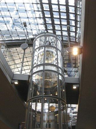 Berlin Hauptbahnhof : ascensore