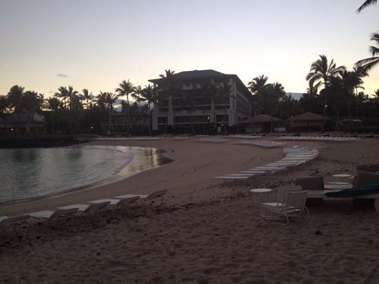 Fairmont Orchid, Hawaii : lagoon beach area at 6am