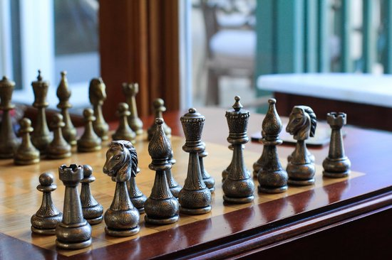 Bella Vista Bed & Breakfast Inc.: Game of chess