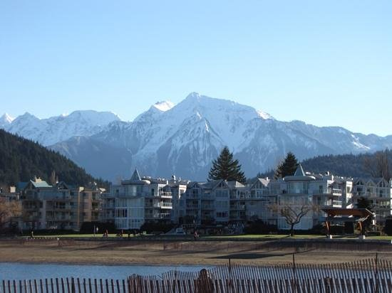 Harrison Hot Springs Resort & Spa : Beautiful Mountains!