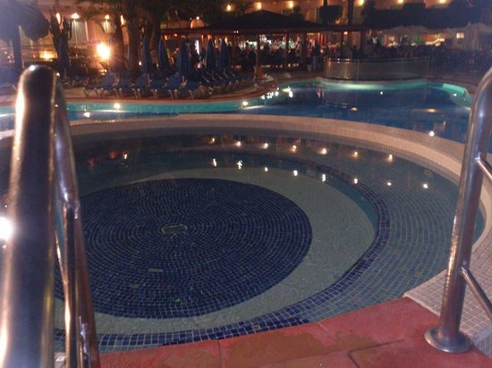Dunas Mirador Maspalomas: Jacuzzi at night