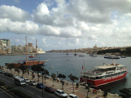Pebbles Boutique Aparthotel: Malta Harbor from my 3rd floor balcony.