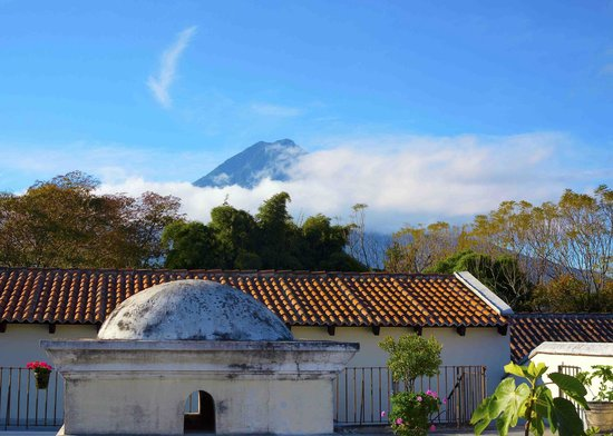 Hotel Sor Juana: View of Volcan Agua from the rooftop terrace