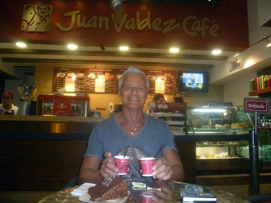 Juan Valdez: confortevole sala dove consumare il rito  dell'espresso