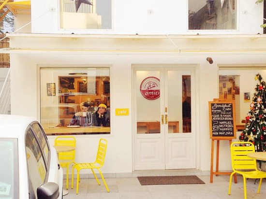 bloomrooms @ Link Rd: outside the breakfast area