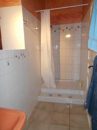 La Tour : Shower