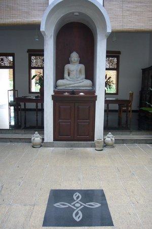 Niyagama House: Innenhof mit Budha