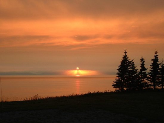 Alaskan Fishing Adventures : Amazing sunset from Tim Berg's Seabreeze lodge on the Cook Inlet