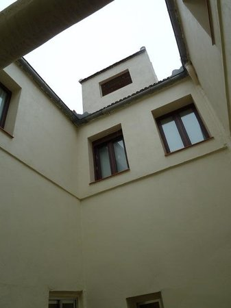 Hotel Regina : Looking up from bedroom 424 - at the top lift engine room which was quite noisy