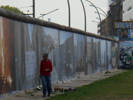Hilton Berlin: The Berlin Wall