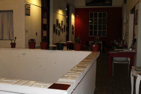 Contraluz Art Hostel: Vista del comedor