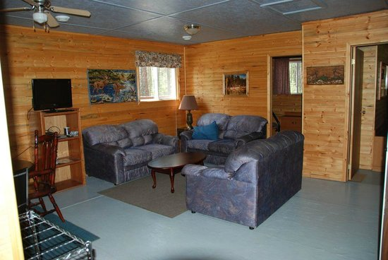 Golden Eagle Camp: Pine View living area