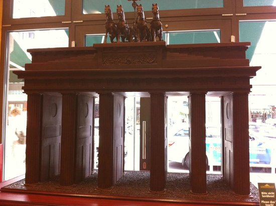 Hilton Berlin: The Brandenburg Gate in chocolate
