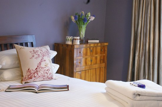 The Gables B&B Hadleigh: Bedroom One With En-suite Bathroom