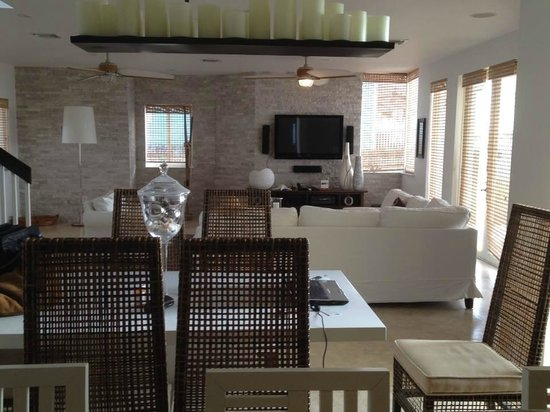 Resorts World Bimini: Living Area of 3/3 Villa