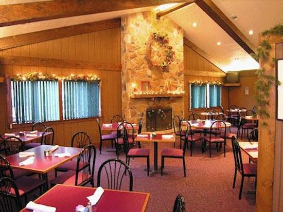 Foggy Mountain Lodge: Restaurant Interior