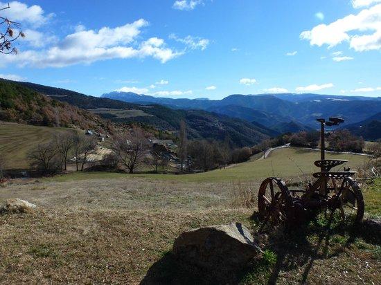 Cal Sodhi : Vistas desde el pueblo