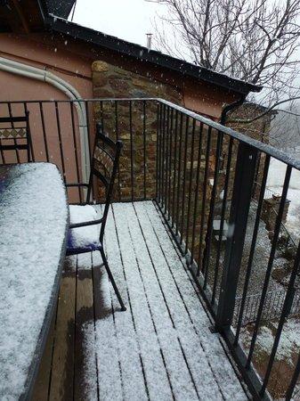 Cal Sodhi : balcón de entrada a la casa (es más grande de lo que parece)