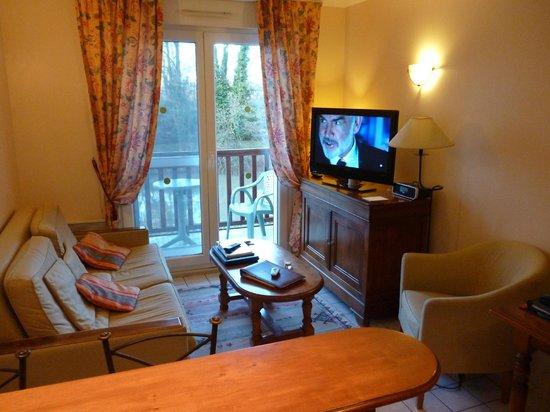 Le Manoir des Deux Amants : Le salon de l'appartement.