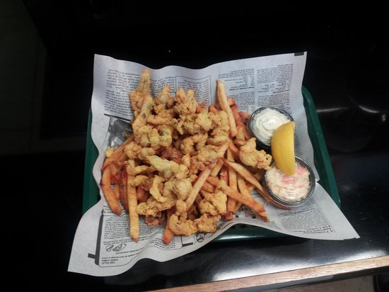 Fry Daddy's: whole clams