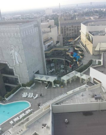 Loews Hollywood Hotel: View from my room on the 15th floor