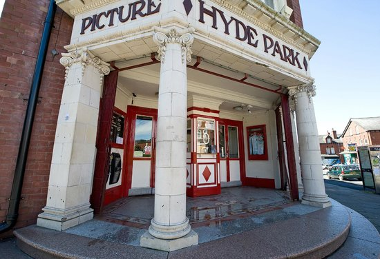 Hyde Park Picture House: Cinema entrance & box office