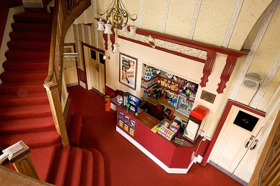 Hyde Park Picture House: Foyer