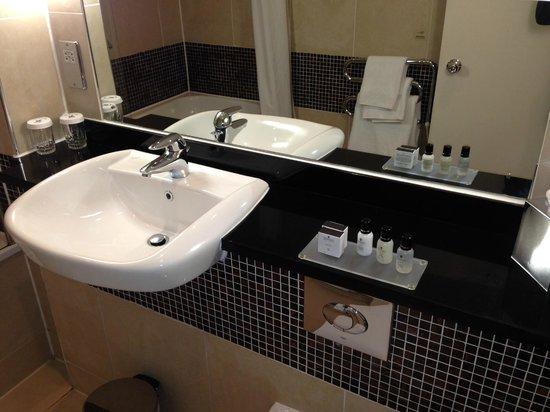 The Midland: Bathroom
