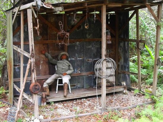 Wooten's Everglades Airboat Tour: Representation of the Native people's shelter