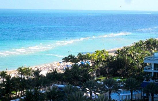 Fontainebleau Miami Beach: the beautiful beach