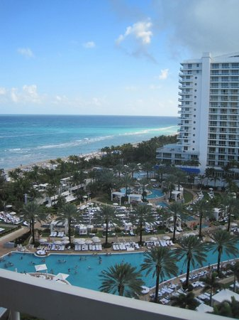 Fontainebleau Miami Beach : the view from our room/balcony