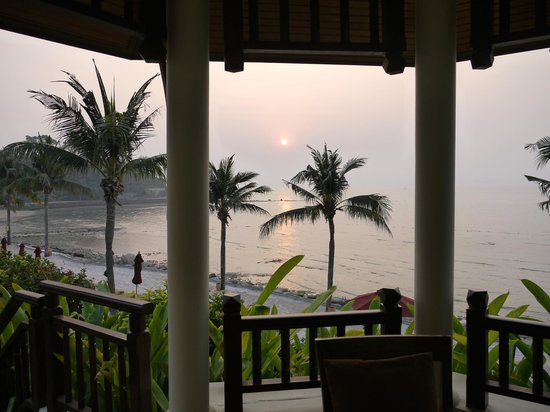 InterContinental Pattaya Resort: View from Gazebo to beach