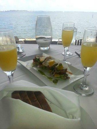 Palmeiras Beach Club at Grove Isle: Brunch - Mimosa and Tuna Tostada