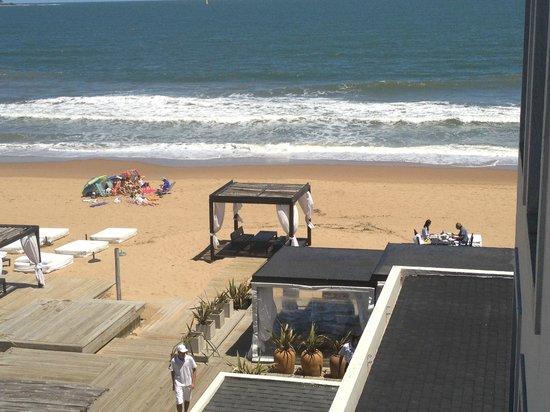 Serena Hotel Punta del Este: Gondolas en la playa