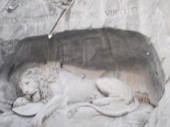Löwendenkmal: dying lion statue