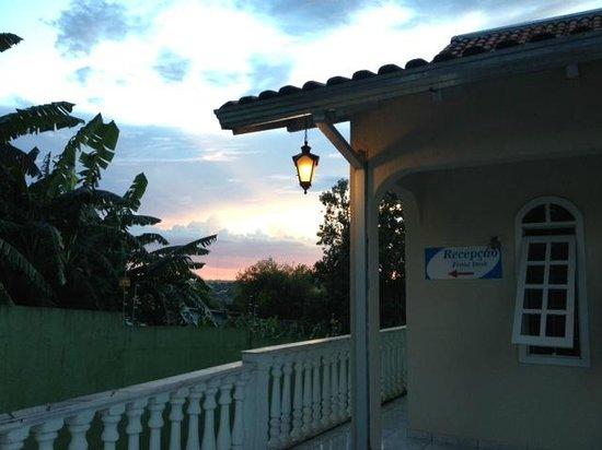 Iguassu Guest House: Vista da entrada.