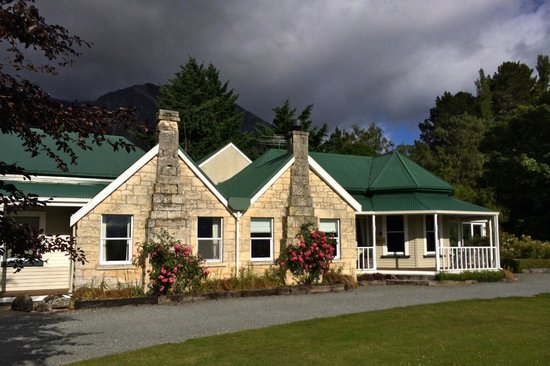 Grasmere Lodge: Front of lodge