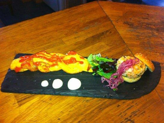 Restaurante El Aguador Nervion: Hamburguesita de langostino con mayonesa de Wasabi