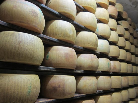 Discover with Laura - Food Tours in Parma : Parmigiano