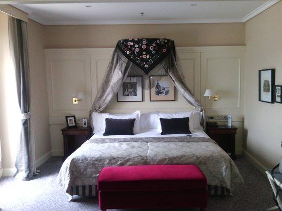 Hotel de Londres y de Inglaterra: habitacion
