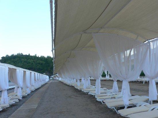 Amara Dolce Vita Luxury: Beach sunshades