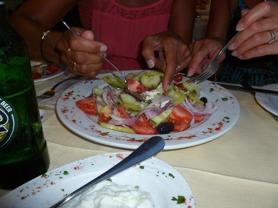 Paraxenos : greek salad