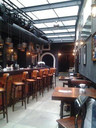 Barrock: bar
