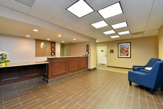 Comfort Inn Elizabeth City: Guest Service Front Desk Lobby